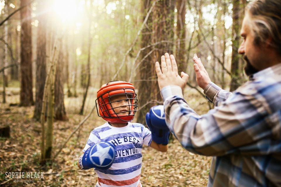 «Родительский контроль вредит безопасности детей». Уральцы выпустили резонансную книгу о детской психологии